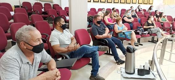 Cidão Mineiro, Bahia do Corte, Leandro Mancha, vereadora Marly Pavão e integrantes da Saúde durante audiência. (Imagem: Denílson Lopes de Andrade)